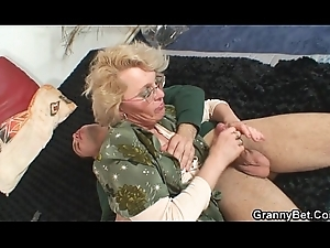 Naughty grandma gives up her snatch