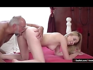 Koko Amaris plays strippoker with old impoverish and sucks him wanting