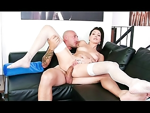Performers ALLA ITALIANA - Hot Italian babe takes socking horseshit apropos botheration