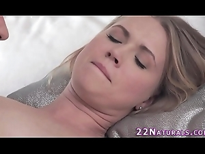 Luring babe spunked drop