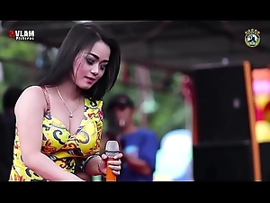 Indonesian Downcast Dance - Two Pulling Vocalist Wild Dance on era mid thousands of men